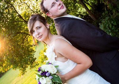 Hochzeitsreportage: Brautpaar in der Abendsonne